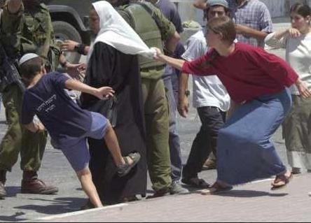 coloni contro palestinesi (scontri quotidiani)